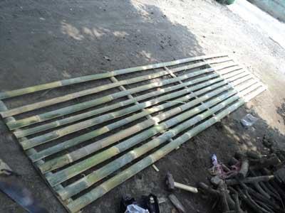pagar-kolam-dari-bambu